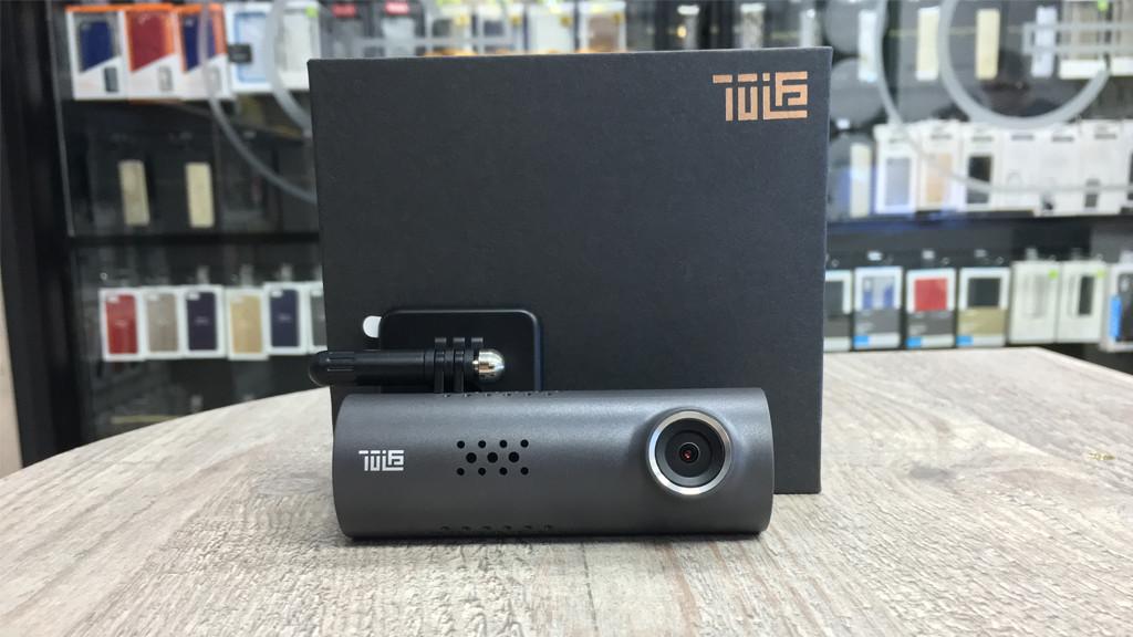 Недорогой видеорегистратор с Full HD съемкой и голосовым управлением